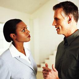 Умение слушать собеседника является важным моментом при деловом общении