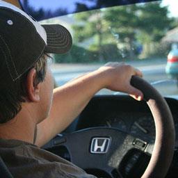 Хорошо водить автомобиль означает быть предельно внимательным и вежливым на дороге
